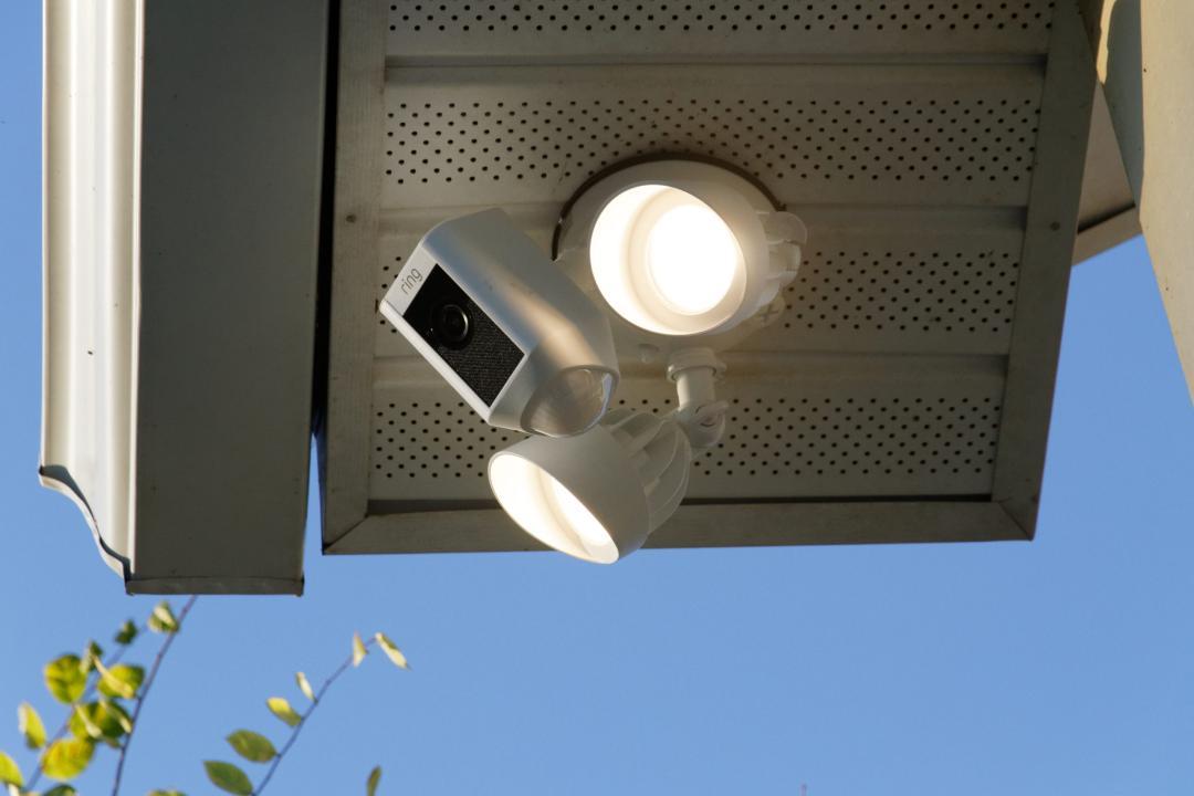 hands on review ring floodlight cam garagespot
