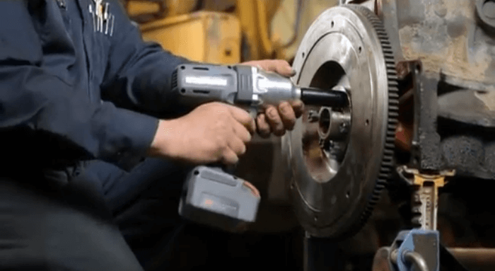 Removing a flywheel with Ingersoll Rand W7150-K2 Impact Wrench
