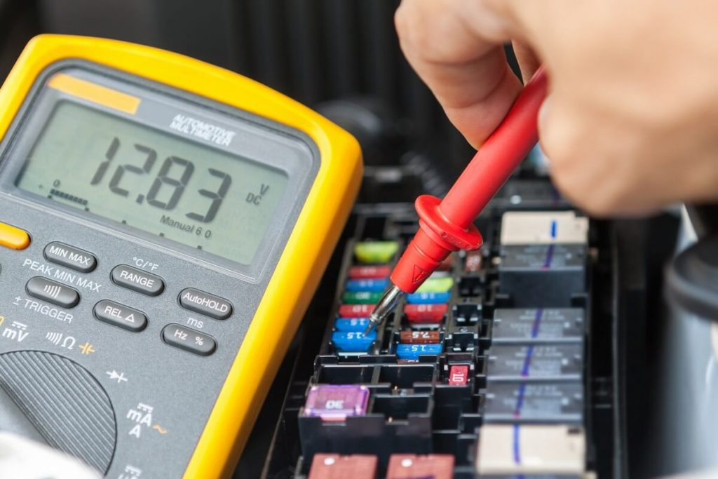 Fuse testing with automotive multimeter
